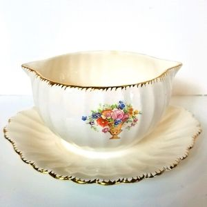 Vintage Gravy Boat w/Attached Underplate